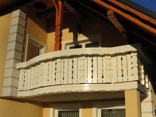 Balkonske ograje (masivni stil) (2)