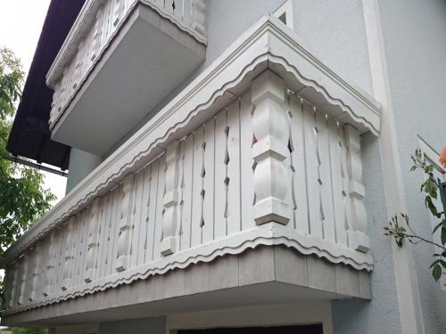 Balkonske ograje (masivni stil) (4)