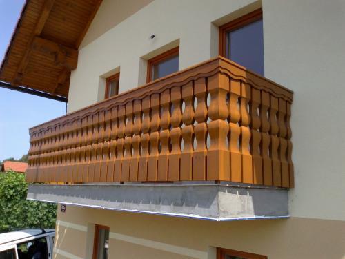 Balkonske ograje (masivni stil) (6)