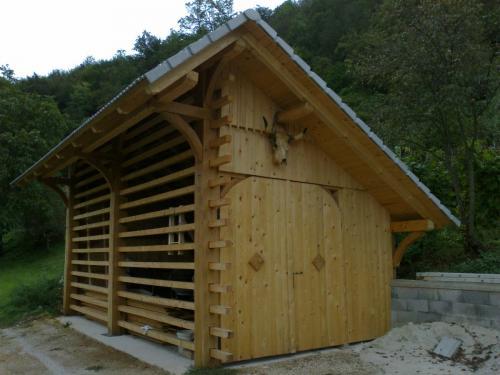 Manjši leseni objekt (2)