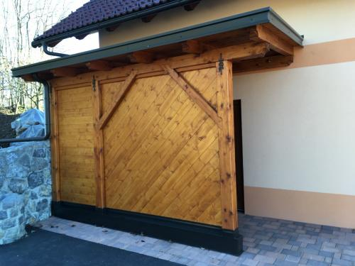 Manjši leseni objekt (3)