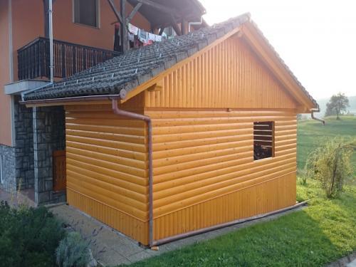 Manjši leseni objekt (5)