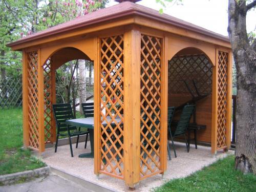 Manjši leseni objekt (6)