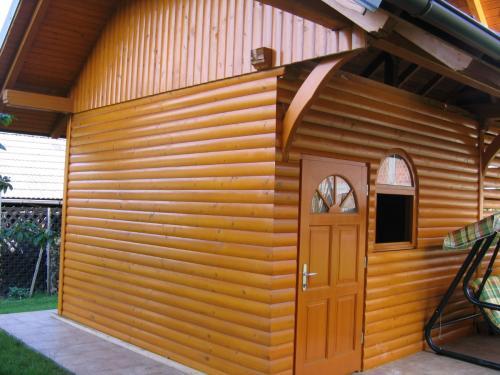 Manjši leseni objekt (7)